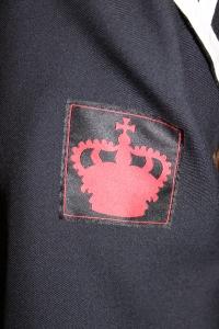 Den røde kronen på paradeuniformen.