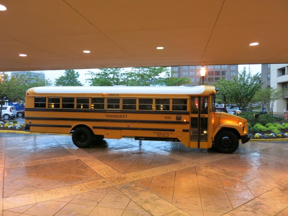 Vi nyttet selvfølgelig lokal, tradisjonell transport til og fra skolen i disse velkjente skolebussene.