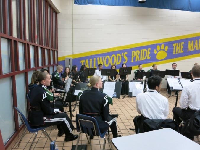 Gardistene i Musikktroppen underviste elevene ved Tallwood, såkalt Masterclass. Der lærte de elevene å spille fellesnumrene: Ja, vi elsker, Gud signe vårt dyre fedreland og Gammel Jegermarsj. Det var en veldig morsom opplevelse som skapte mye liv mellom de to folkeslagene.