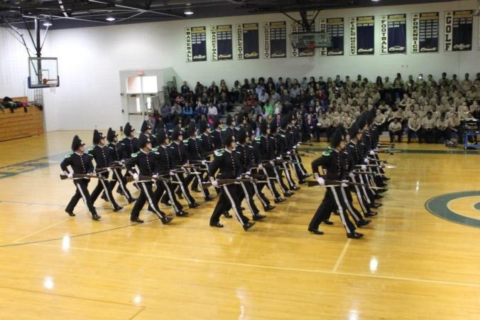 Drilloppvisning på Granby High School. Publikum var meget engasjerte, og ga troppen enorm applaus og jubel gjennom hele oppvisningen.