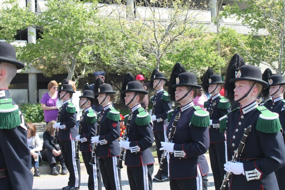 Gardemusikkens klarinettister fester blikk under NATO-paraden.