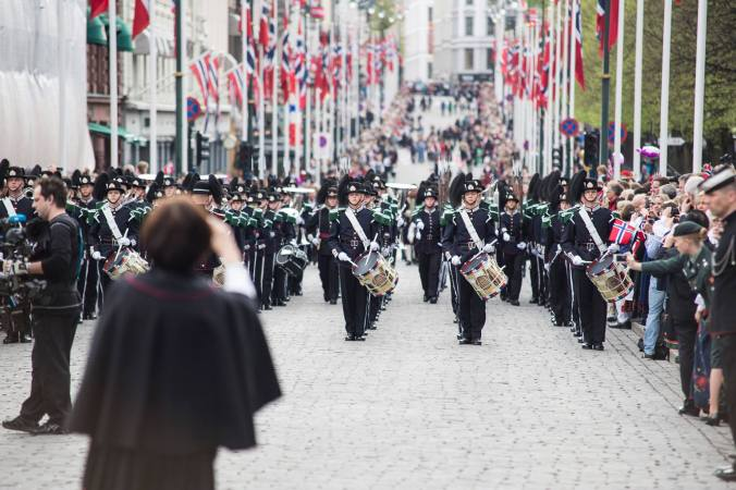 Musikk kommer opp Karl Johan, 17. mai